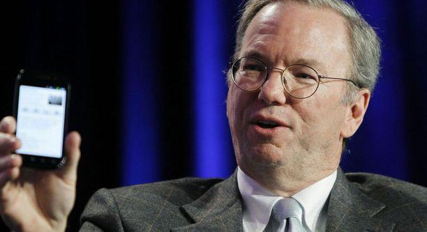 Googlen toimitusjohtaja Eric Schmidt esitteli uutuuspuhelinta Web 2.0 -konferenssissa maanantaina.