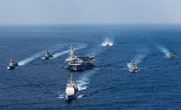 Yhdysvaltojen laivaston iskujoukko lähestyy Korean niemimaata.