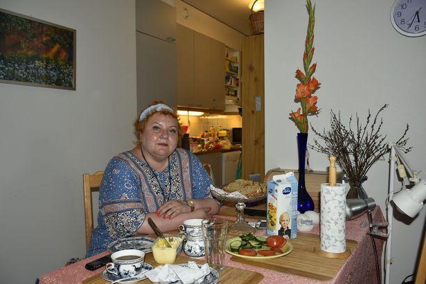 Mervi Juuri kertoo olevansa ylpeä omasta kodistaan, jossa viihtyy hyvin.