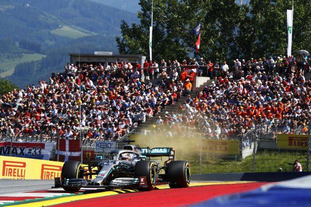 Lewis Hamilton hidasti Kimi Räikkösen menoa Itävallan GP:n aika-ajoissa ja sai siitä asianmukaisen rangaistuksen.