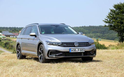 """Ensikoeajossa suomea puhuva Volkswagen Passat – """"navigaattoritäti"""" äänsi varsin hyvin, mutta joku oli pielessä"""