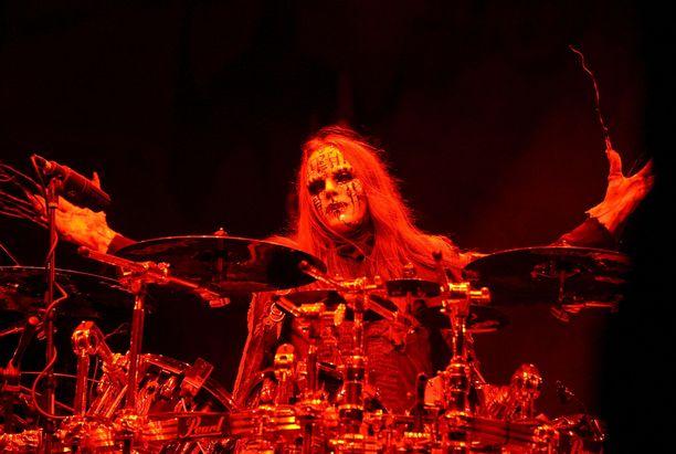 Joey Jordison tuli tunnetuksi yhtenä maailman parhaista rumpaleista Slipknot-yhtyeessä.