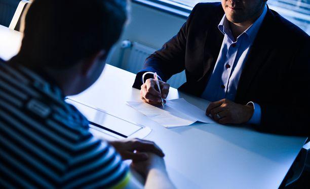 Kesätyötä hakeneet pääsivät keskimäärin kahteen työhaastatteluun, selviää tutkimuksesta.