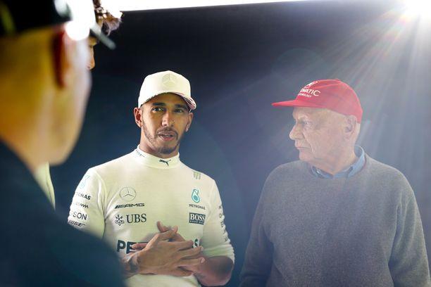 Lewis Hamilton kaipaa Niki Laudaa takaisin formulakisoihin. Kolminkertainen maailmanmestari saattaa palata kisapaikoille aikaisintaan kauden päätösviikonloppuun, joka järjestetään Abu Dhabissa.