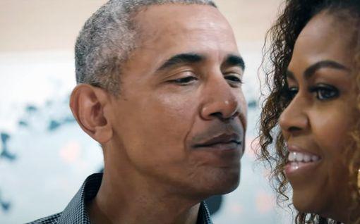 """Barack Obama täytti vuosia – Michelle-vaimo muisti nostalgisella yhteiskuvalla: """"Tuleville seikkailuille"""""""
