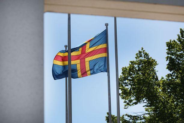 Ahvenanmaalaiset ovat tyytyväisiä nykyiseen itsehallintoasemaansa.