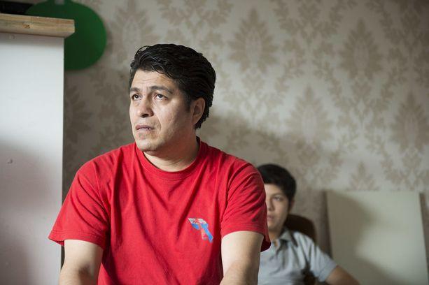 Meksikolaisperheen isä Josias Calvez Cruz pitää käsittämättömimpänä sitä, ettei saa odottaessaan tehdä töitä.