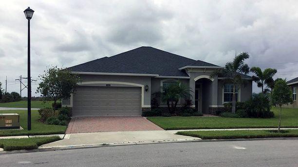 Tämän talon Stephen Paddock omisti Floridassa. Talo myytiin vuonna 2015.