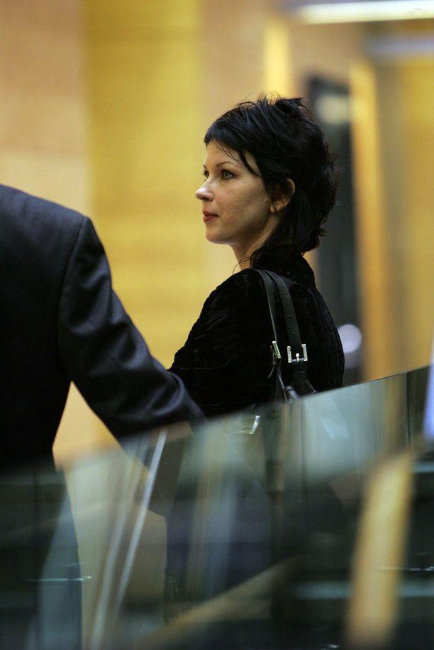 Vuonna 2005 Kata Kärkkäinen selvitti huoltajuuskiistaa Helsingin käräjäoikeudessa. Kiistan kohteena oli hänen ja Marcello Gentilen tytär.