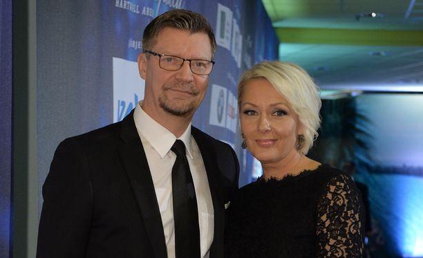 Jukka Jalonen saapui gaalaan yhdessä vaimonsa Sarin kanssa.