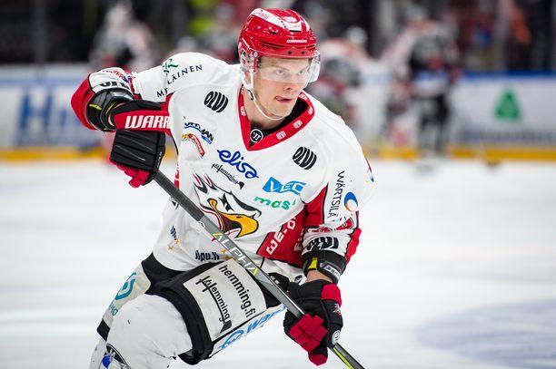 Jyri Niemi laukoi Sportin voittoon jatkoajalla.