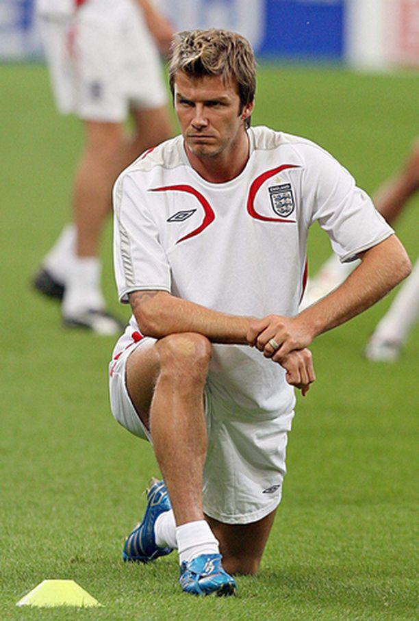 KORVAAMATON Ramon Calderonin mukaan David Beckham jatkanee Realissa seuraavat kolme vuotta.