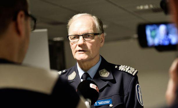 Poliisiylijohtaja Mikko Paatero sanoo, että Oulun epäillyn kirvessurmaajan kiinniotossa tapahtunut ampuminen täyttää hänestä hätävarjelun merkit.