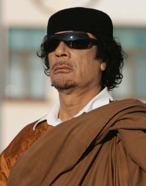 Diktaattori Muammar Gaddafin taktiikkana on soluttaa joukkonsa väestön joukkoon. Sieltä heitä on mahdoton tuhota ilman siviiliuhreja.