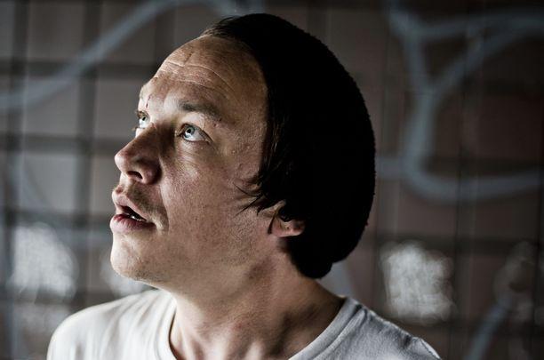 Pää kii -yhtyeen Teemu Bergman pahoittelee huonoa käytöstään. Rikokset hän kiistää.