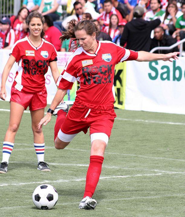 Chastain oli mukana legendaarisessa vuoden 1999 maajoukkueessa, joka voitti maailmanmestaruuden Yhdysvalloille.