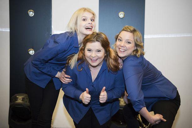 Alina Tomnikov, Kiti Kokkonen ja Pihla Penttinen debytoivat uusina Putous-näyttelijöinä.
