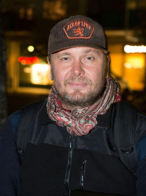 Antti J. Jokinen ohjaa Bullets-sarjan ensimmäiset viisi jaksoa.