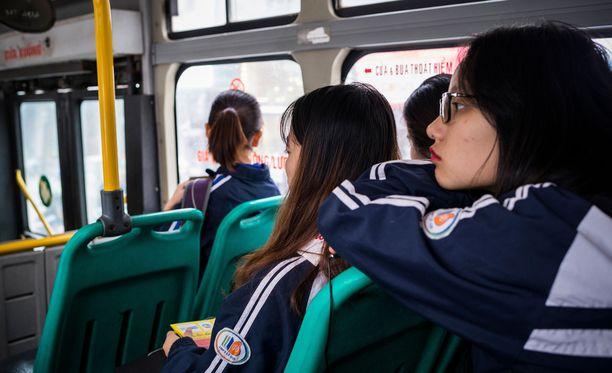 Yli 30 prosenttia tytöistä on tutkimuksen mukaan joutunut seksuaalisen ahdistelun kohteeksi bussissa Hanoissa.