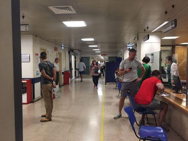 Sairaaloiden odotettiin jo torstaina täyttyvän viikonlopun aikana kuumuuden näännyttämistä ihmisistä.