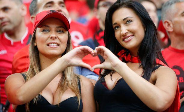 Rike ja Irid tunnustivat katsomossa rakkautta kotimaalleen.