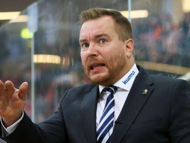 Pekka Kangasalusta siirtyy Jokerien valmennustiimiin.