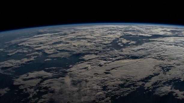 Maa pyörii tällä hetkellä niin nopeasti, että atomikellotkaan eivät välttämättä pysy sen tahdissa.