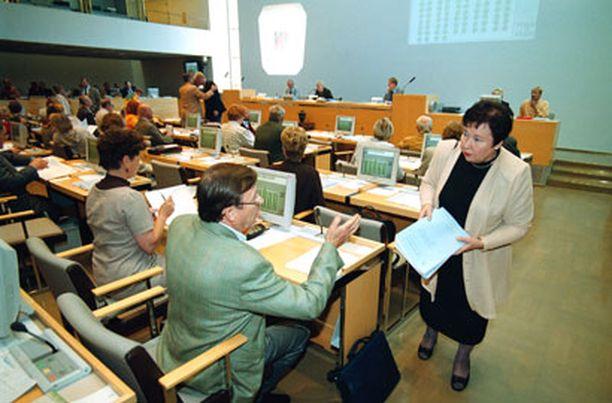 VIHREÄT KÄRJESSÄ Helsingin suurista puolueista vihreät on johtanut valtuuston poissaolotilastoja jo yli kymmenen vuoden ajan.