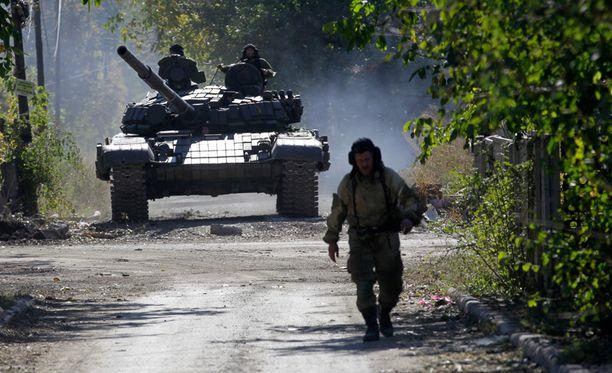 Kapinallisten panssarivaunu Itä-Ukrainassa.
