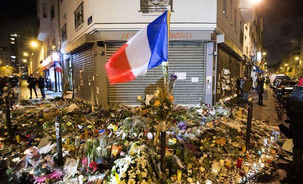 Kaikki hälytysmerkit olivat punaisella ennen Pariisin terrori-iskuja, kertoi CIA:n johtaja. Iskuissa kuoli 130 ihmistä.