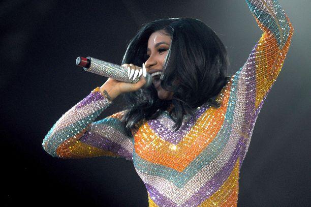 Cardi B esiintyi sunnuntaina Bonnaroon musiikkifestivaaleilla.