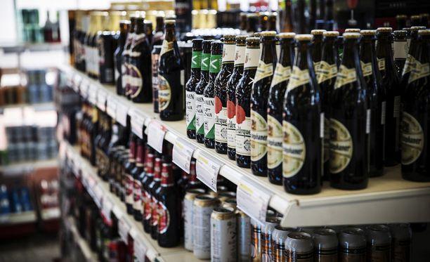 Hallituspuolueet hakevat sopua alkoholilain uudistukseen tiistaina ja keskiviikkona.