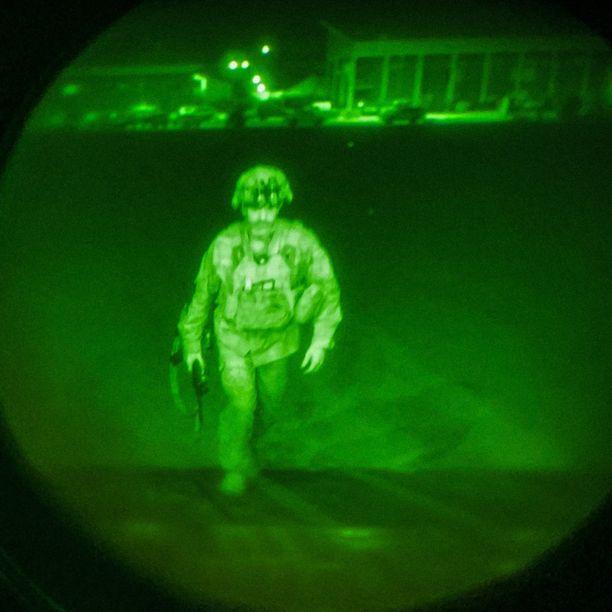 USA:n mobiileimman yksikön, 82. laskuvarjojääkäridivisioonan komentaja Christopher Donahue oli viimeinen Afganistaninsta poistunut sotilas.