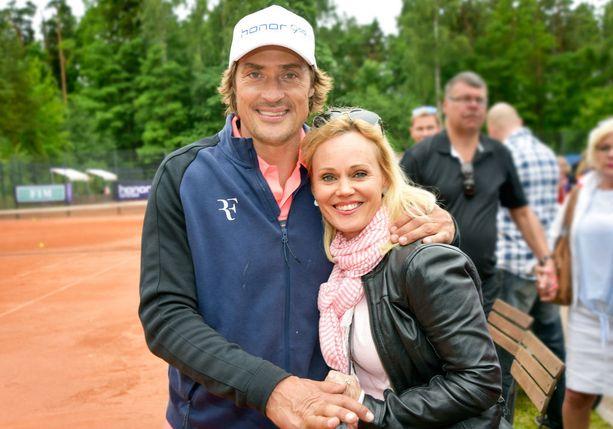 Teemu ja Sirpa Selänne ovat olleet naimisissa vuodesta 1996.