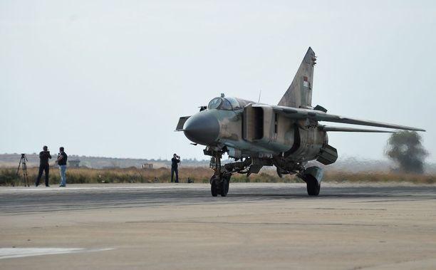MiG-23 -tyypin hävittäjä kuvattuna Syyriassa. Kuvituskuva.