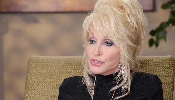 Dolly Parton ei ole peitellyt kauneusleikkauksissa käymisiään.
