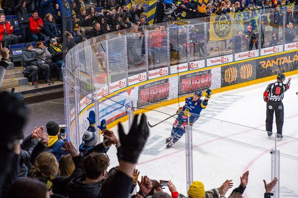 Jonne Tammela sinetöi Lukon 2–0-voiton Ilveksestä viimeisen minuutin rankkarimaalillaan. Maalivahti Oskari Setäselle nollapeli oli peräti neljäs kuukauden sisään.