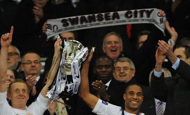 Swansea juhli riehakkaasti pokaaliaan.