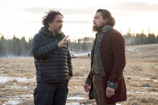 Juho Rissanen ja Juuso Määttänen ovat yhtä mieltä siitä, että The Revenant voittaa parhaan elokuvan palkinnon ja Leonardo DiCaprio parhaan näyttelijän Oscarin. Kuvassa vasemmalla The Revenantin ohjaaja Alejandro González Iñárritu.
