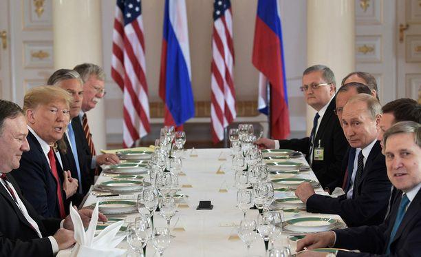 Tähän pöytään katettiin presidenttien nauttima työlounas.
