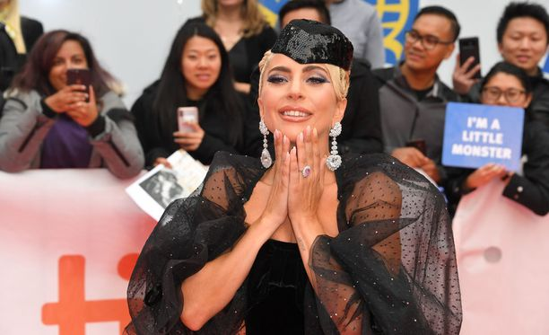 """Lady Gaga oli paikalla Toronton elokuvajuhlilla viime viikonloppuna, missä hänestä kertova dokumentti """"Five Foot Two"""" esitettiin."""