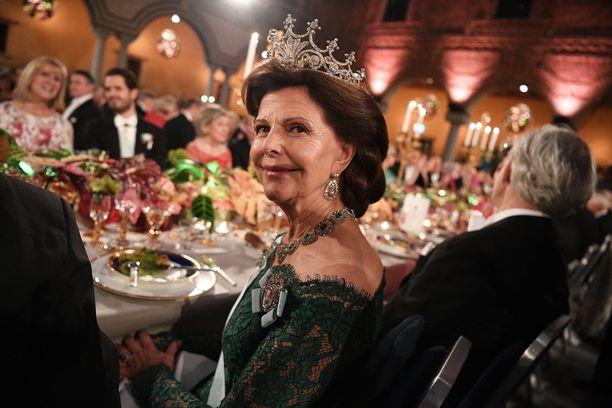 Kuningatar Silvia puhuu ruotsin lisäksi saksaa, ranskaa, espanjaa, portugalia ja englantia.