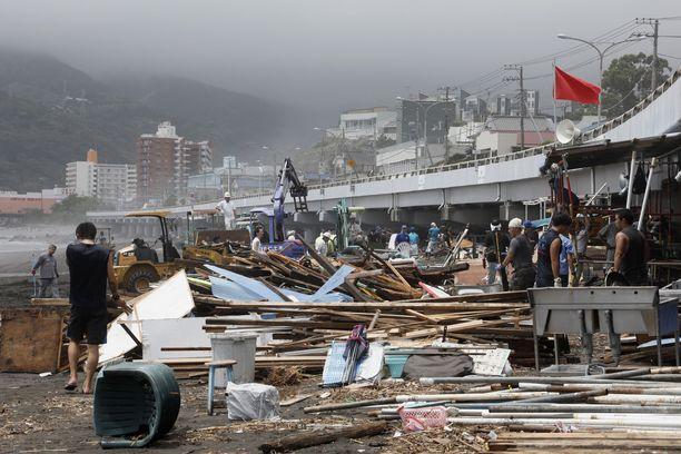 Taifuuni Jongdari iski Japaniin ja aiheutti tuhoja heinäkuussa. Se ei ollut vuoden ainoa hirmumyrsky Japanissa.