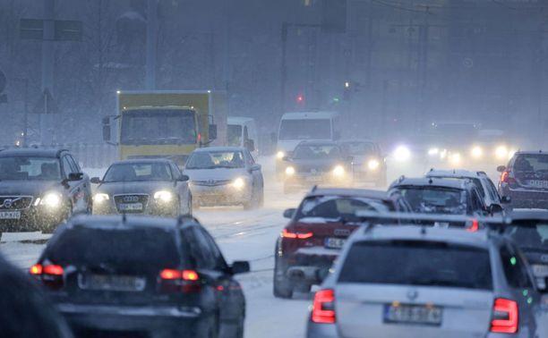 Tutkijoiden mukaan nelivetoautoilla ajettiin kolareita noin 10 prosenttia kovemmalla vauhdilla vauhtia kuin kaksivetoautoilla.