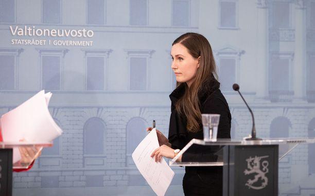 Pääministeri Sanna Marin (sd) hallituksen tiedotustilaisuudessa perjantaina 27.3.