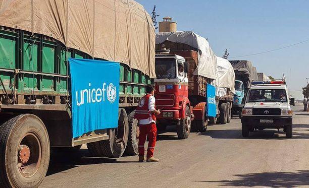 YK ei ole pystynyt tunnistamaan avustusrekkoja kohtaan syyskuussa tehtyjen pommituksien tekijää tai tekijöitä. Kuvassa saattue, jota vastaan iskettiin syyskuussa.