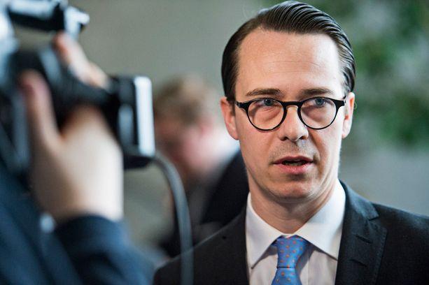 RKP:n puheenjohtaja Carl Haglund käytti vaalikampanajointiin lähes 130 000 euroa.