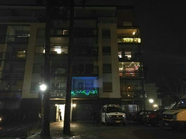 Palo syttyi Helsingin Vuosaaressa sijaitsevassa kerrostalossa perjantain vastaisena yönä.