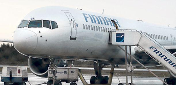 Perätön pommiuhkaus viivästytti lauantain lentoa Oulusta Helsinkiin. Koneessa oli pikkujouluseurueen lisäksi muun muassa viestintäministeri Suvi Lindén.