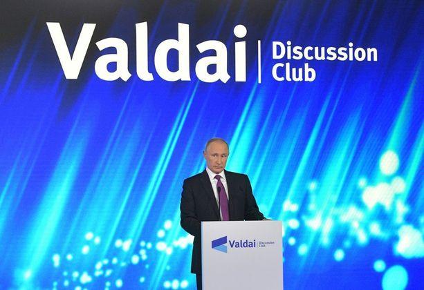 Putin otti pitkässä puheessaan kantaa maailman asioihin Valdai-foorumin tilaisuudessa. Yleisönä oli runsaasti ulkomaalaisia Venäjä-tutkijoita.
